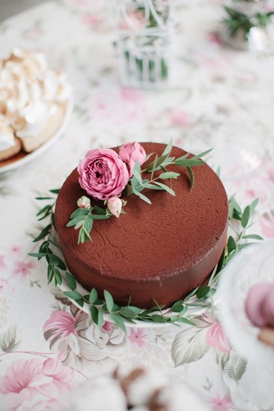 Chocolate_Birthday_Cake_with_Pink_Rose_Decoration
